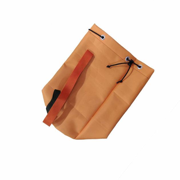 Vatrogasna torbica za teklića koristi se kod vatrogasnih vježbi i natjecanja.