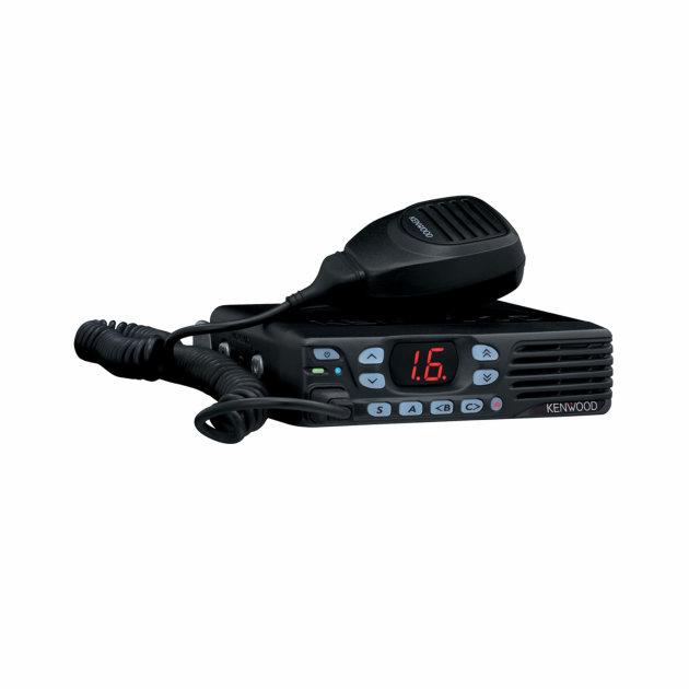Mobilna radijska postaja Kenwood DMR TK-D740E ugrađuje se u vozila. Primjena: vatrogasci, policija, hitna pomoć i ostale hitne službe.