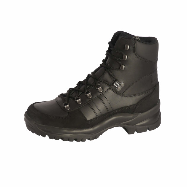 Safety working shoes made of cow leather, for firefighters and civil protection.