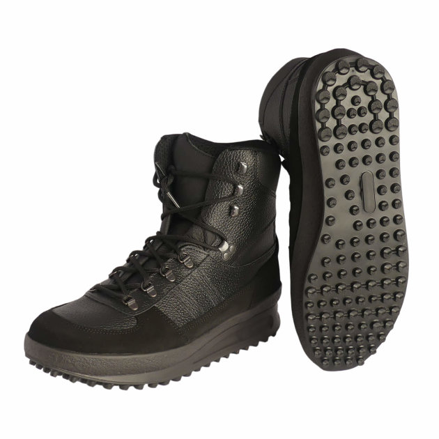 Firefighter working shoes Tracking - Adi Studs are high shoes made of black water-repellent cow leather, vapor-permeable textile lining, for firefighters and civil protection. The sole is made of rubber plugs that provide better anti-slip properties.