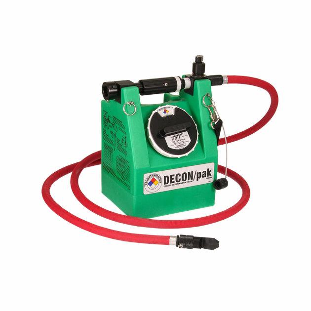Prijenosni dekontaminacijski uređaj za dekontaminaciju vatrogasaca i vatrogasne opreme