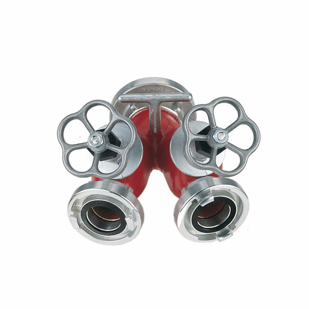 The water breeching divider is used by firefighters to redistribute one water flow into two. With valves the water flow can be easily turned on or off.