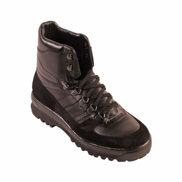 High shoes made of cow leather Tracking T-101, for firefighters and civil protection.