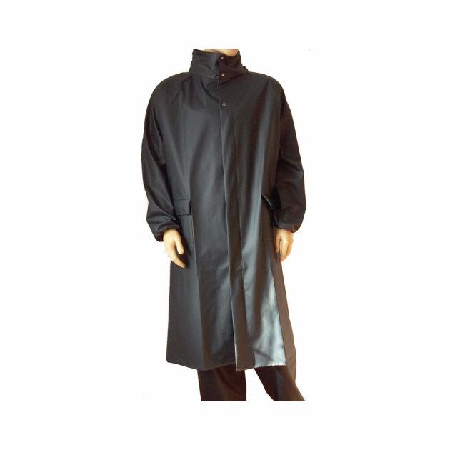 Kišna kabanica, čvrsta i izdržljiva kišna kabanica sa kapuljačom, dužine ispod koljena.