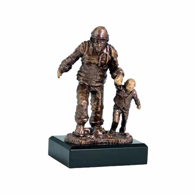Vatrogasni suvenir, Vatrogasac s djetetom RFST 2020, boja - bronca
