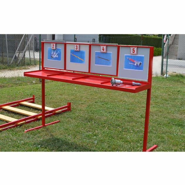 Stalak za postavljanje opreme sa slikama i brojevima, za vatrogasno natjecanje mladeži.
