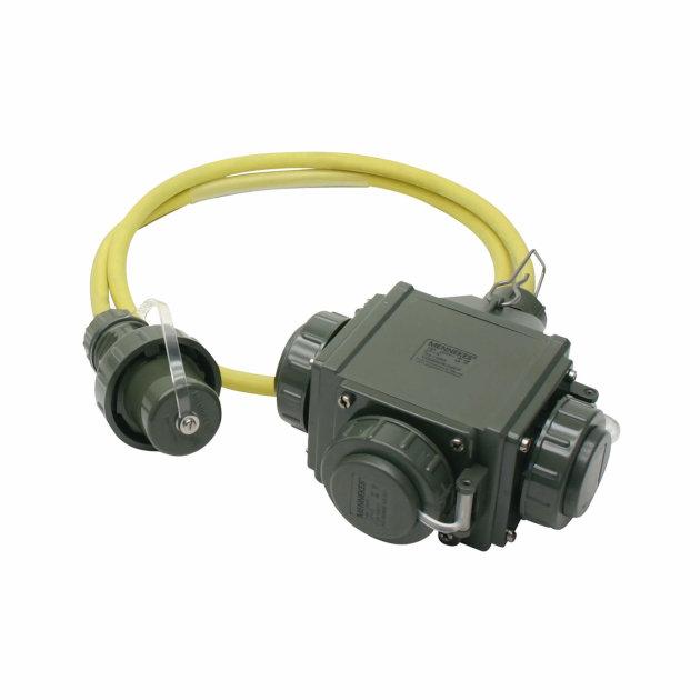 Razdjelnik sa tri ulaza za struju, omogućuje priključak i rad sa više uređaja na jednom izvoru struje.