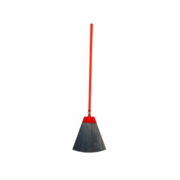 Vatrogasna metlanica koristi se kao pomoćni alat pri gašenju požara otvorenog prostora.